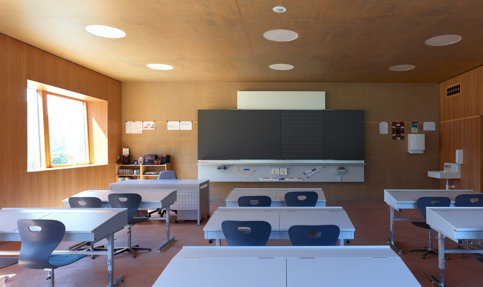 Ecole primaire meyer architecture sion for Ecole decoration interieur